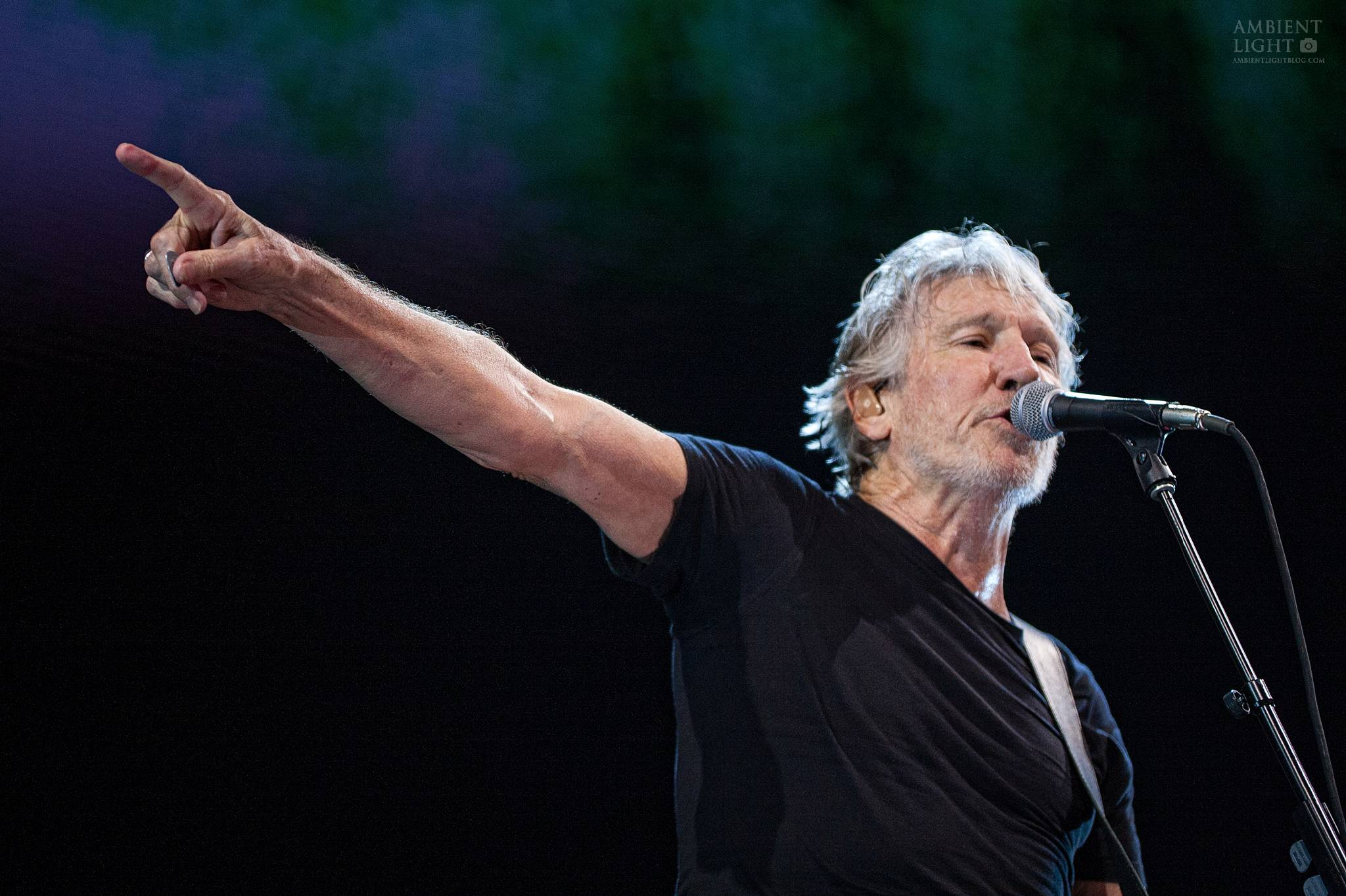 concert review roger waters auckland new zealand 2018. Black Bedroom Furniture Sets. Home Design Ideas